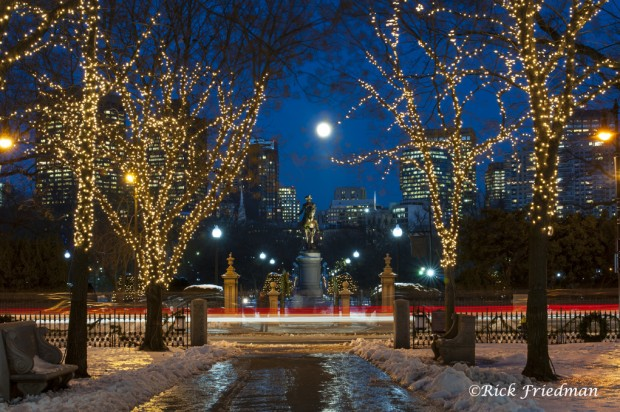 Looking for holiday photography ideas? Photojournalist Rick Friedman suggests strategies and settings for shooting holidays lights in the city.