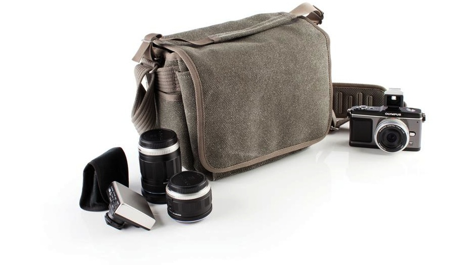 Are casual camera bags on the rise amongst wedding for Wedding photographer camera bag
