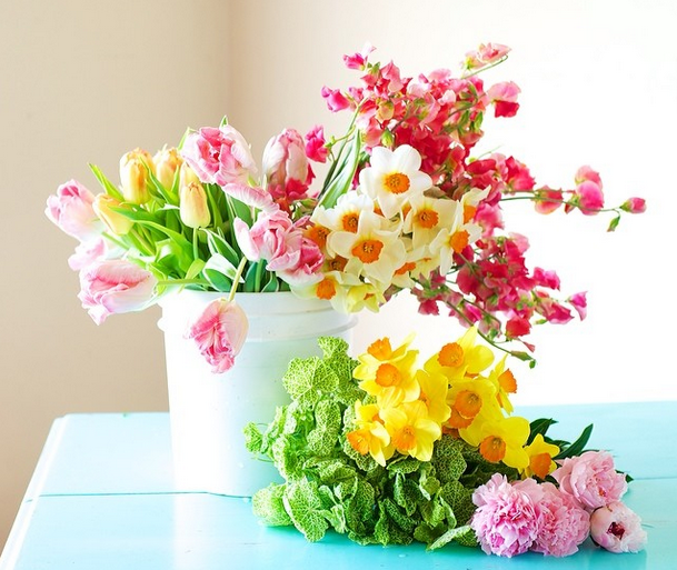 in season spring floral arrangements