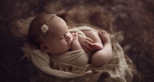 Use 6 Everyday Objects As Props For Newborn Photography