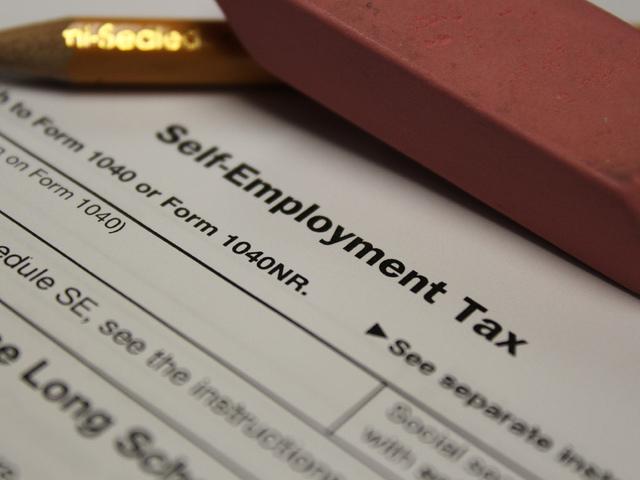 should freelancers do their own taxes