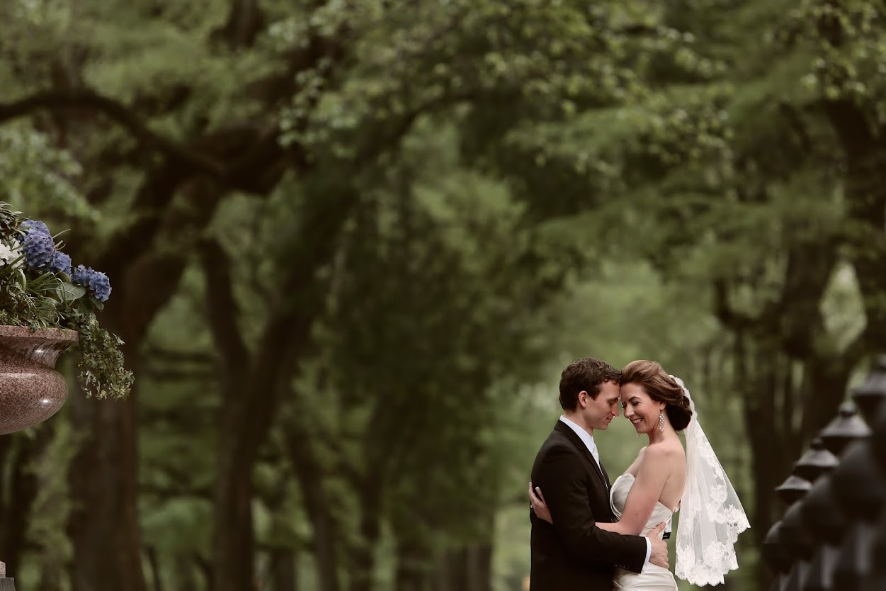 Wedding Photography Guide To Posing: 3 Wedding Posing Tips From Top Photographers