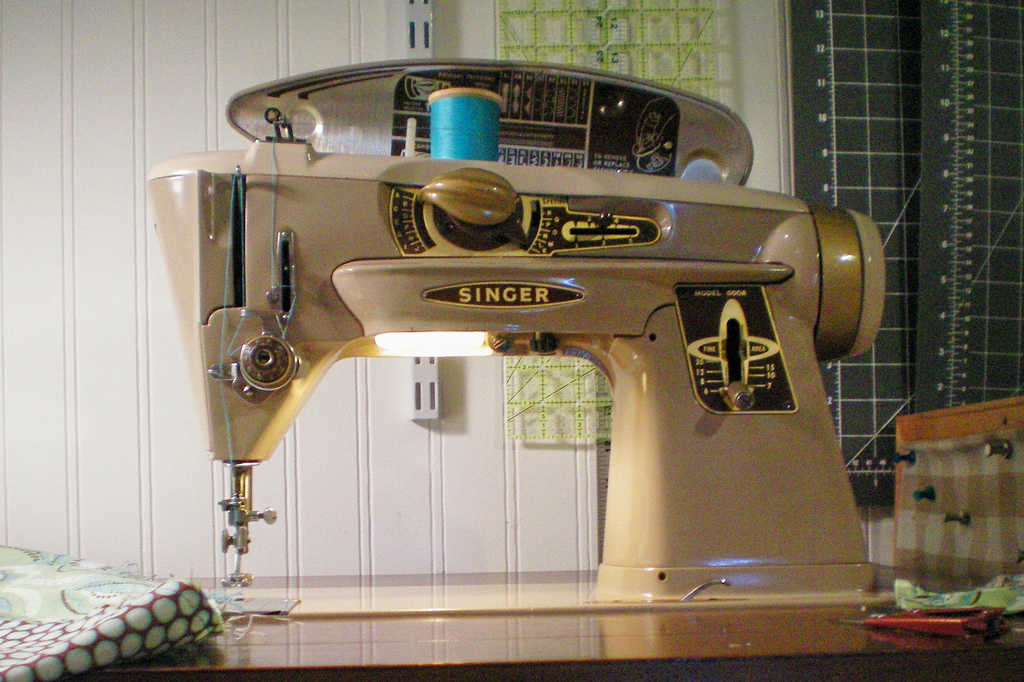 How to Find the Perfect Vintage Sewing Machine