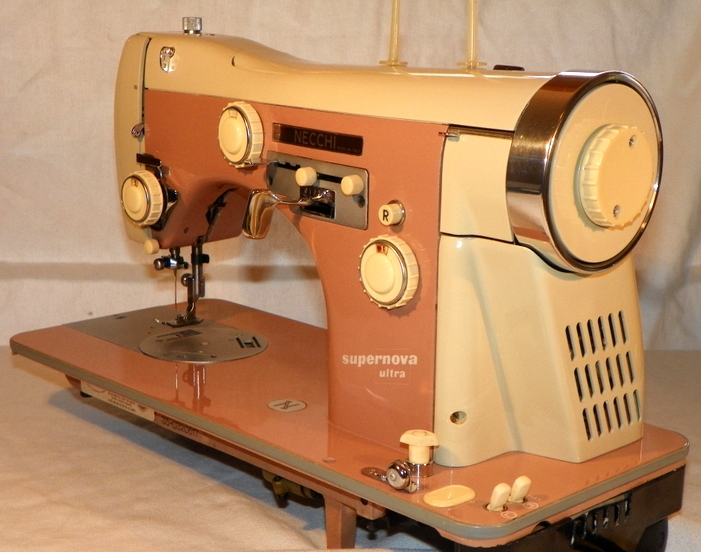 How To Find The Perfect Vintage Sewing Machine Gorgeous Vintage Sewing Machines