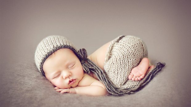 Newborn photography posing tips