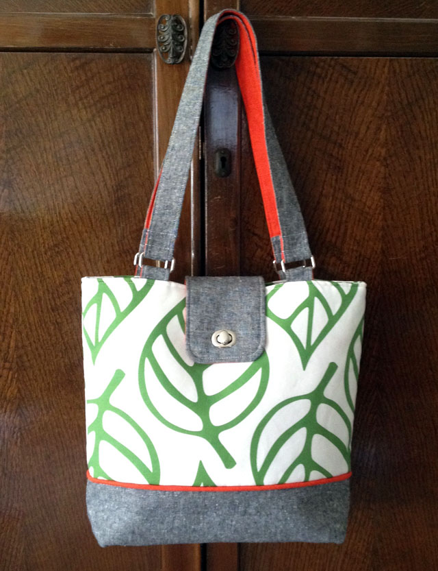Diy tote bag add a pop of color with two sided fabric handles for Handles for bags craft