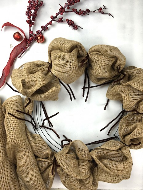 Learn how to make a burlap wreath on the CreativeLive blog! blog.creativelive.com/how-to-make-a-burlap-wreath-a-delightful-diy-gift-idea