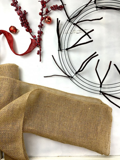 Learn how to make a burlap wreath on the CreativeLive blog! blog.creativelive.com/how-to-make-a-burlap-wreath-a-delightful-diy-gift-idea