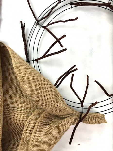 Learn how to make a burlap wreath with two colors