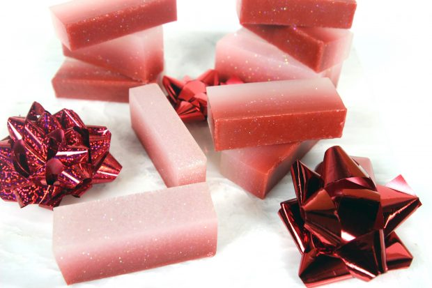 Christmas Ombre Soap: A Festive DIY Recipe From Handmade Beauty Box and CreativeLive!