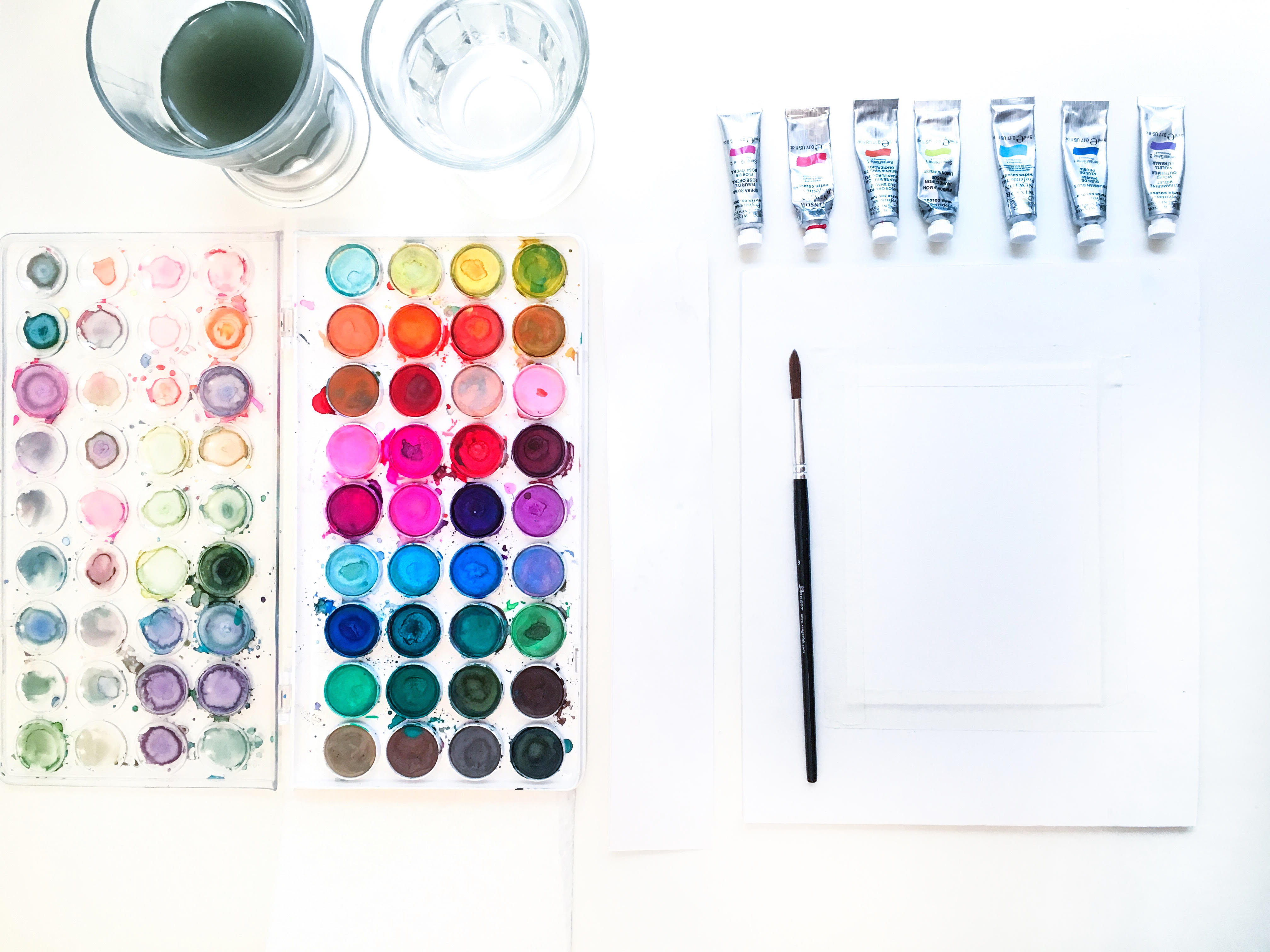 Ces couleurs ne sont-elles pas magnifiques? Consultez notre guide sur l'aquarelle pour les débutants de Natalie Malan sur le blog CreativeLive.