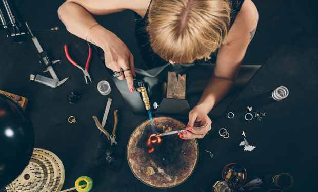 Find the best classes for makers with this list from CreativeLive.