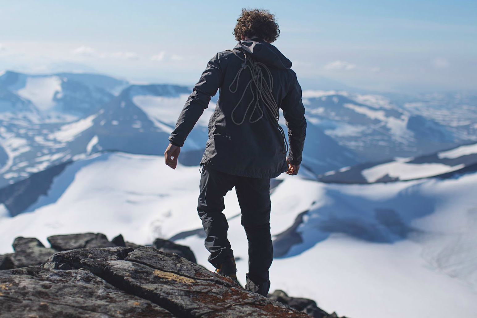 """Fabian and I hiked up the Mihkájiegna glacier and climbed the Sarektjåhkkå, one of the highest mountains in Sweden. This photo is from our way down on the summit ridge."""