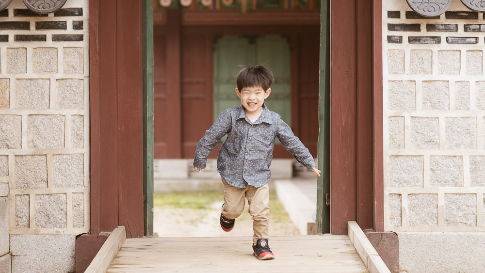 Love this photo? Get tips for photographing children on the CreativeLive blog.